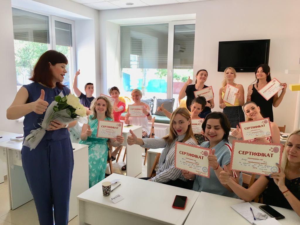 Людмила Калабуха треніінг для косметологів  та майстрів манікюру