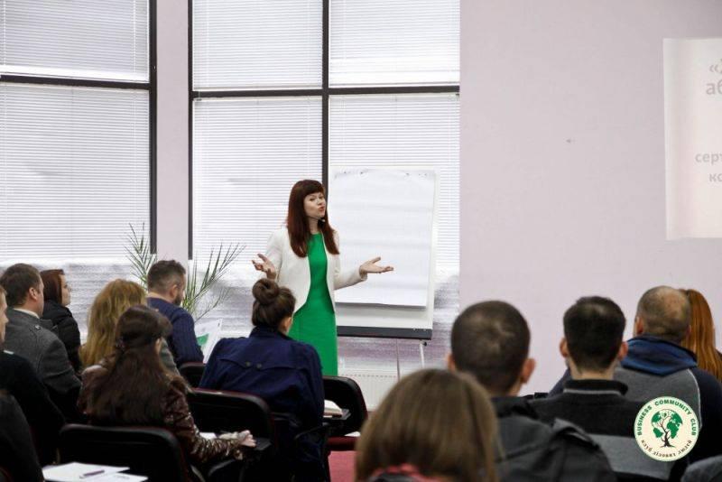 Ведуча курсу по холодним дзвінкам у Львові