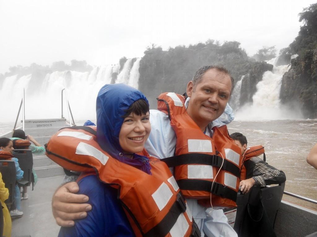 Найбільші в світі водоспади Ігуасу. Ми рівно посеред ріки - кордону 3 держав!