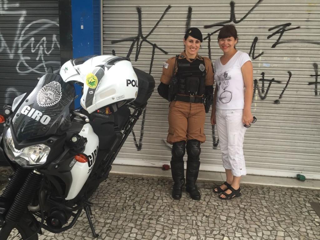 Ця красуня-поліцейська розмовляла зі мною українською, бо її предки походять з Галичини!