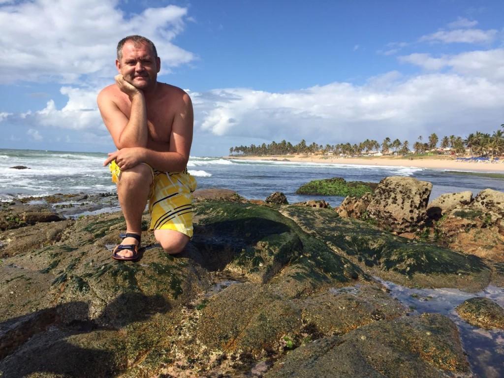 Бразильське місто Сальвадор, а на пляжі під час відливу кипить морське життя!
