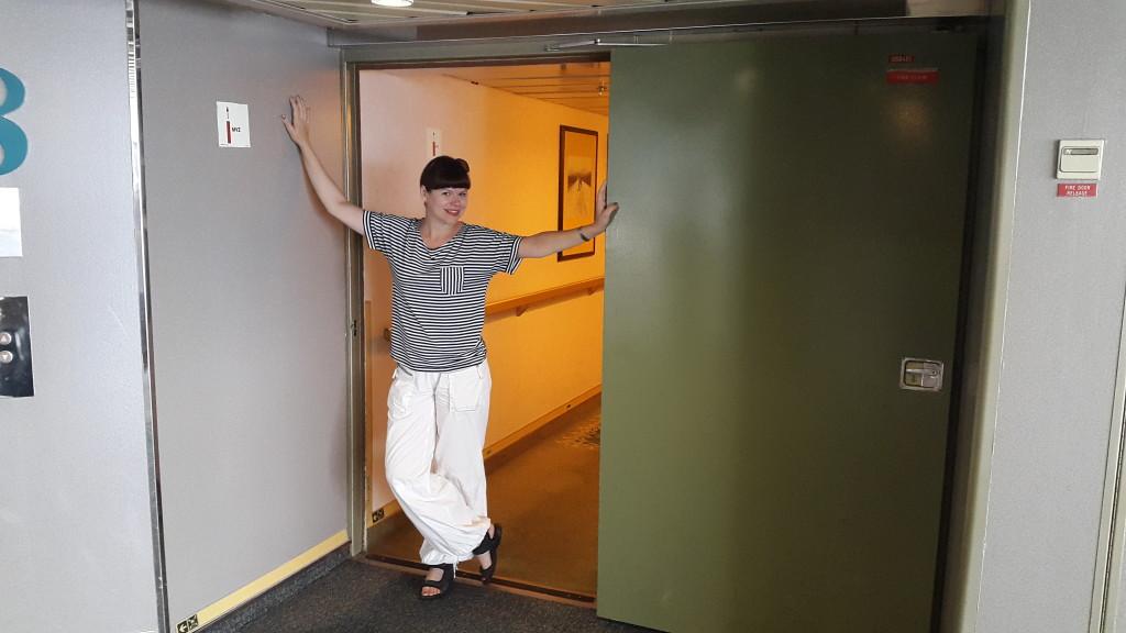 герметичні двері