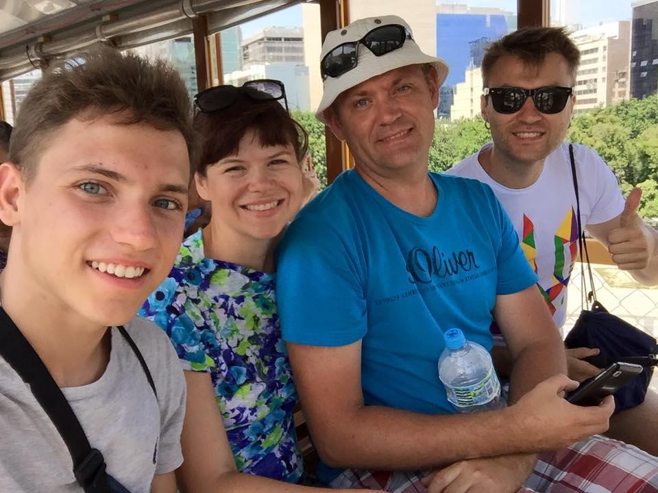 В Ріо-де-Жанейро з друзями з покоління Z.