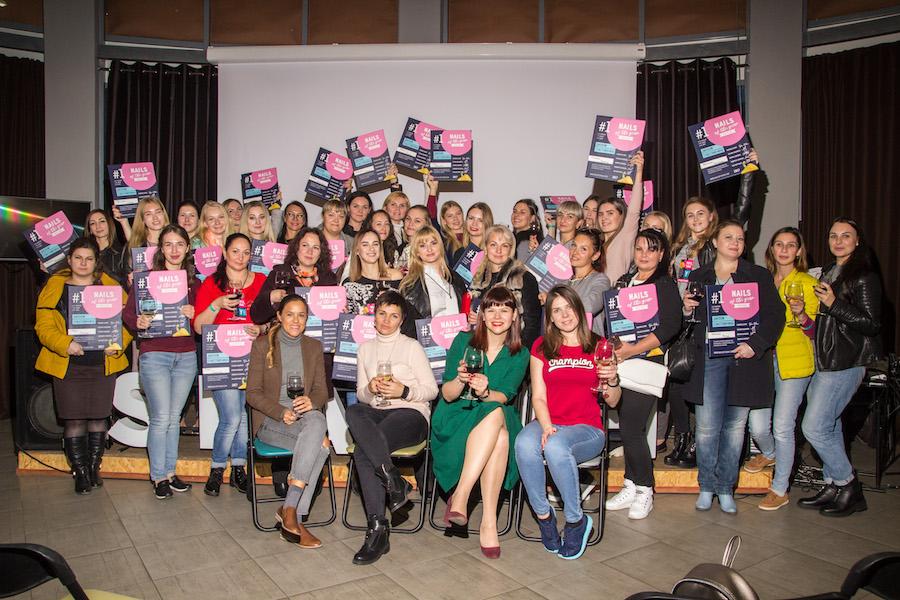 Групове фото з учасниками і колегами в Дніпрі.