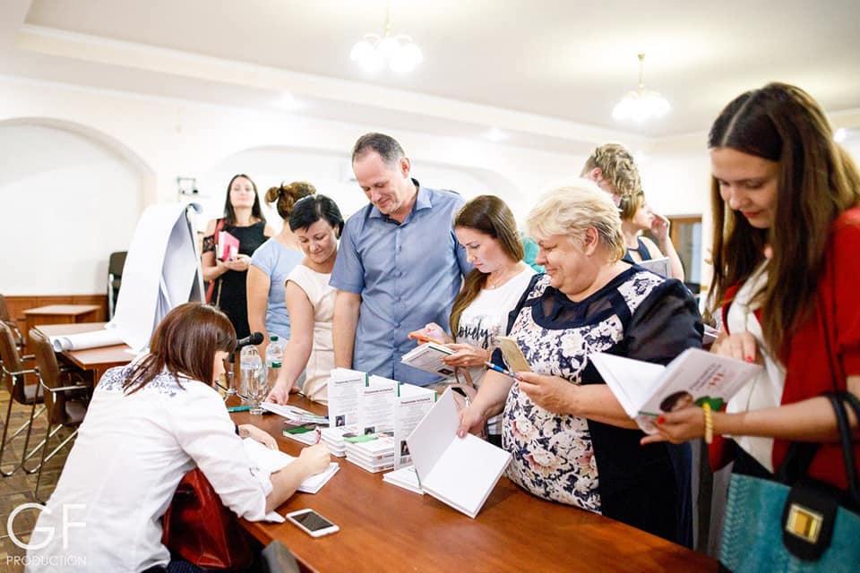 """Презентація книги """"Почніть говорити НІ"""" в Житомирі"""